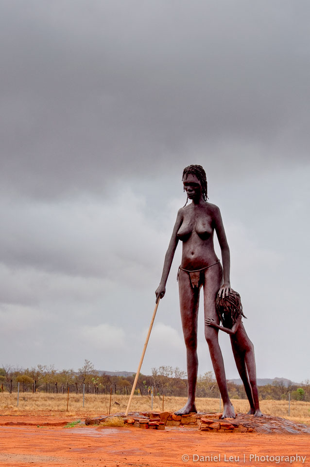 Anmatjere Woman with Child, Aileron, Northern Territory, Australia
