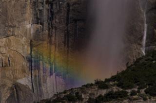 yosemite_falls_moonbow_DL_20120407_DSC3858.jpg